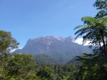 受付事務所から見るキナバル山
