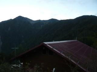 赤石小屋の展望台から赤石岳を望む