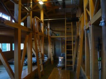 千枚小屋の寝床スペース