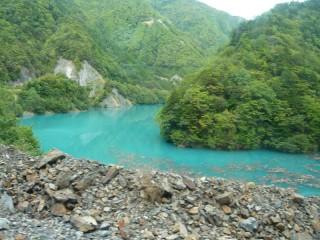 赤石ダムのダム湖