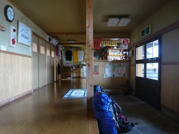 笠ヶ岳山荘の受付前