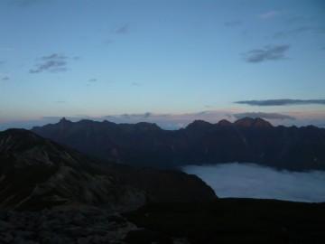 笠ヶ岳山荘前から見る夕刻の槍穂