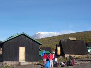 ホロンボハットからキボ峰を望む