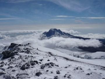 マウェンジを見ながらの下山