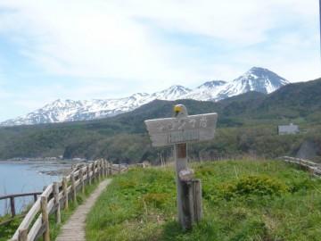 オロンコ岩の上。知床連山が美しい。一番右が羅臼岳です。