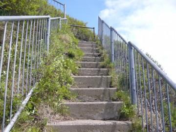 オロンコ岩の登山道