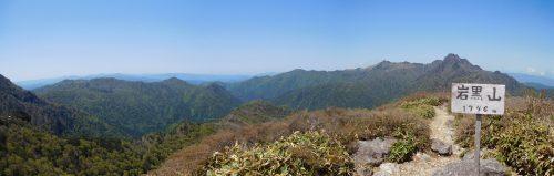 岩黒山山頂から石鎚山方面のパノラマ