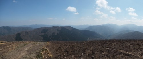 南方面のパノラマ。空気が澄めば四国の山々も見える。