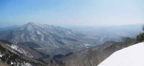 アゼチ山頂からの上蒜山と蒜山高原の景